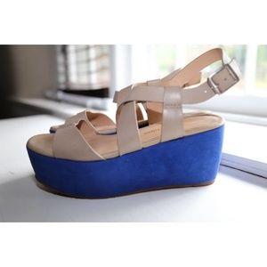 Pour La Victoire Women's Platform Sandal US6